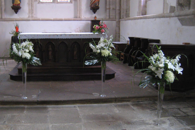 Fleurs de mariage bouquets table voiture glise for Decoration eglise